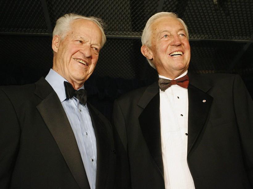 Jean Béliveau en compagnie de Gordie Howe avant une soirée hommage en son honneur, en 2007. (François Roy, La Presse)