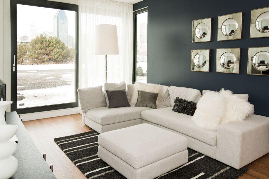 Doté de grandes fenêtres, le salon est abondamment éclairé. | 28 février 2012
