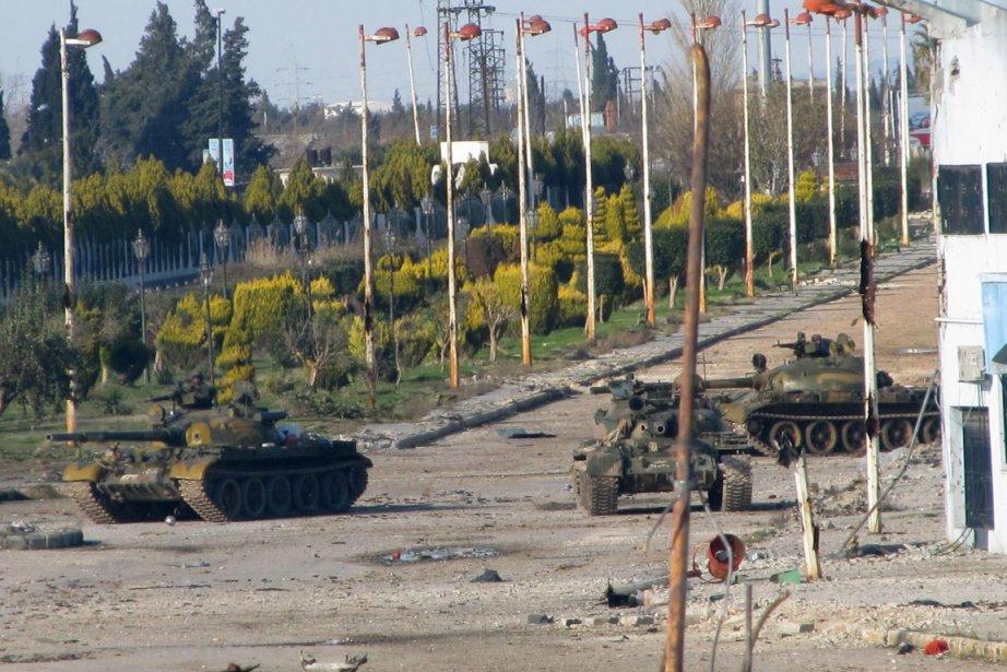 Des chars de l'Armée syrienne sont stationnés à... (Photo: Archives AFP)