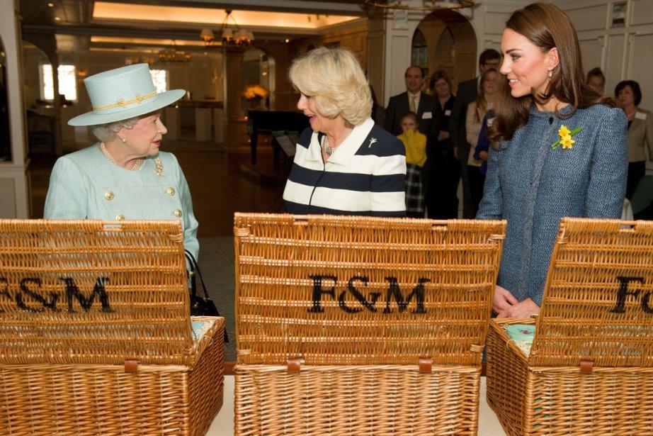 Elizabeth II, Camilla et Catherine ont effectué jeudi... (Photo: Leon Neal, AP)