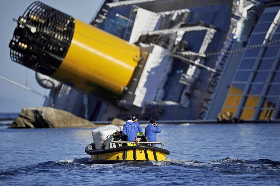 Le Costa Concordia transportait 4229 personnes, dont 3200 touristes... (Photo: Filippo Monteforte, AFP)