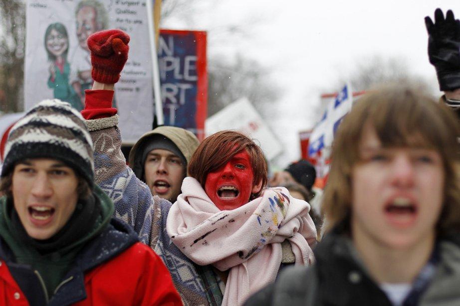 Quelques milliers d'étudiants et élèves en grève ont... (Photo: Mathieu Bélanger, Reuters)