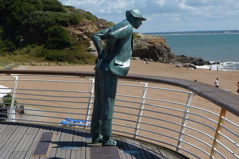 Une statue du personnage de Jacques Tati, M.... (Photo tirée de l'internet)