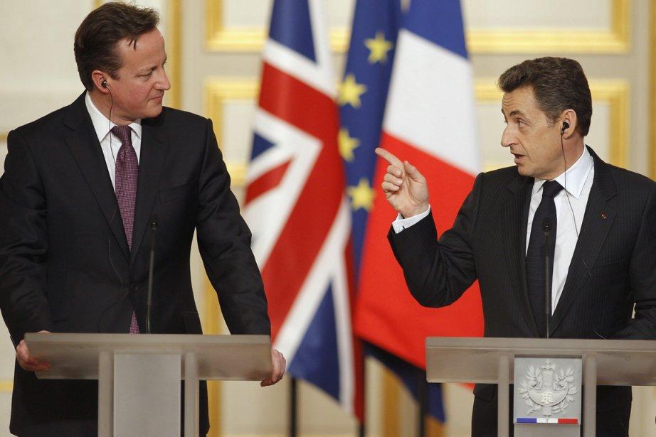 Le premier ministre britannique David Cameron et le... (Photo Reuters)