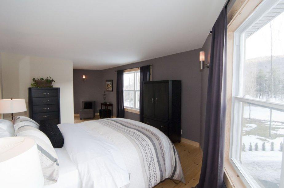 Il y a un boudoir dans la chambre principale, mais pas de placard. | 2 mars 2012