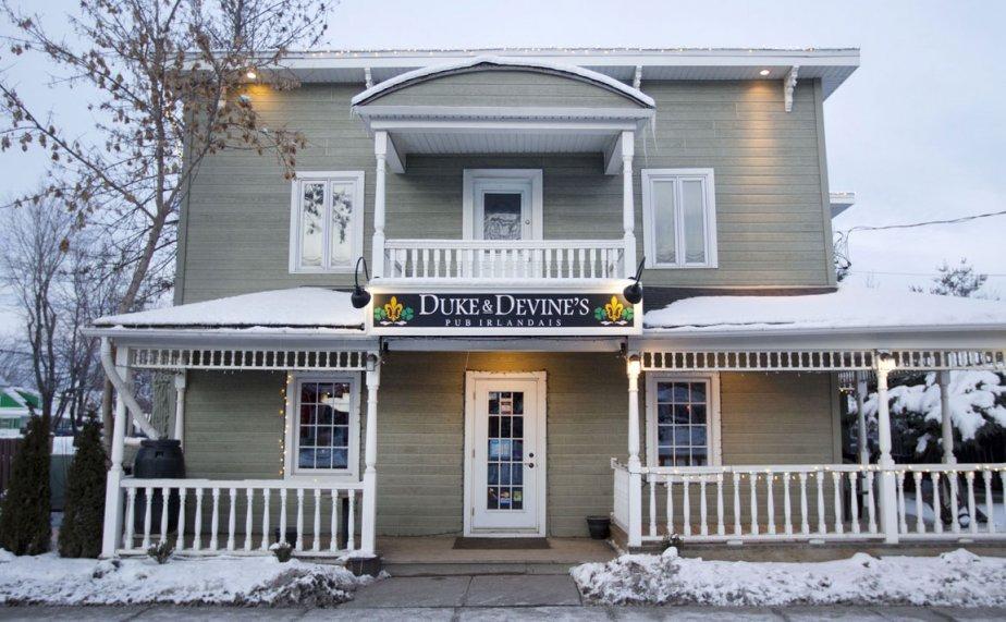Duke et Devine's: ce pub irlandais est sans conteste LE rendez-vous des gens du coin. 429, av. Saint-Charles, 450-455-5093. | 2 mars 2012