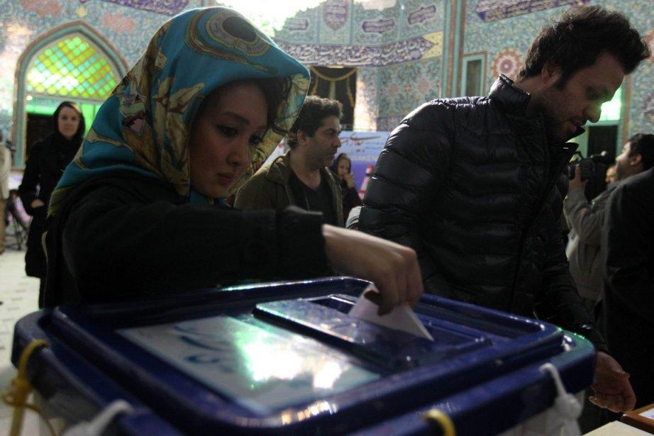 Des électeurs iraniens vendredi à Téhéran.... (Photo AFP)