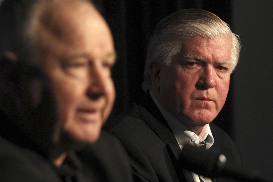 Le nouvel entraîneur des Leafs Randy Carlyle etBrian... (Photo La Presse Canadienne)
