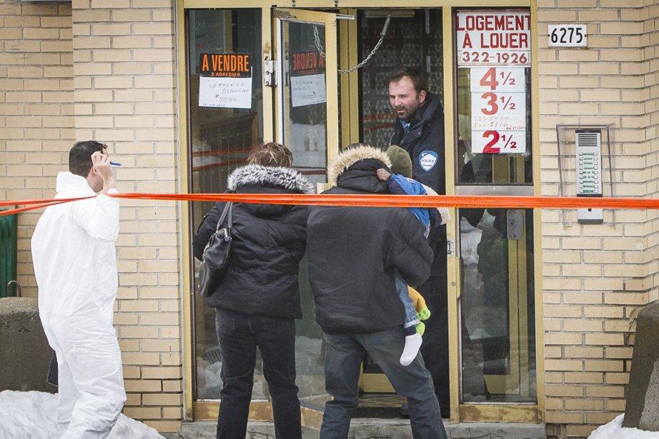 Vers 7 h 15, les policiers ont été... (Photo : Olivier PontBriand, La Presse)