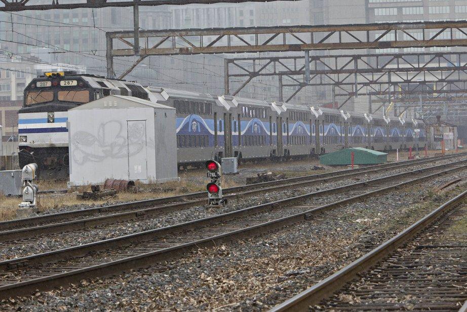 L'électrification du réseau de trains de banlieue devrait-elle... (photo archives la presse)
