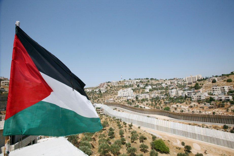 «L'autorisation, qui doit concerner 19 camions au total,... (Photo: Musa Al-Shaer, Archives AFP)