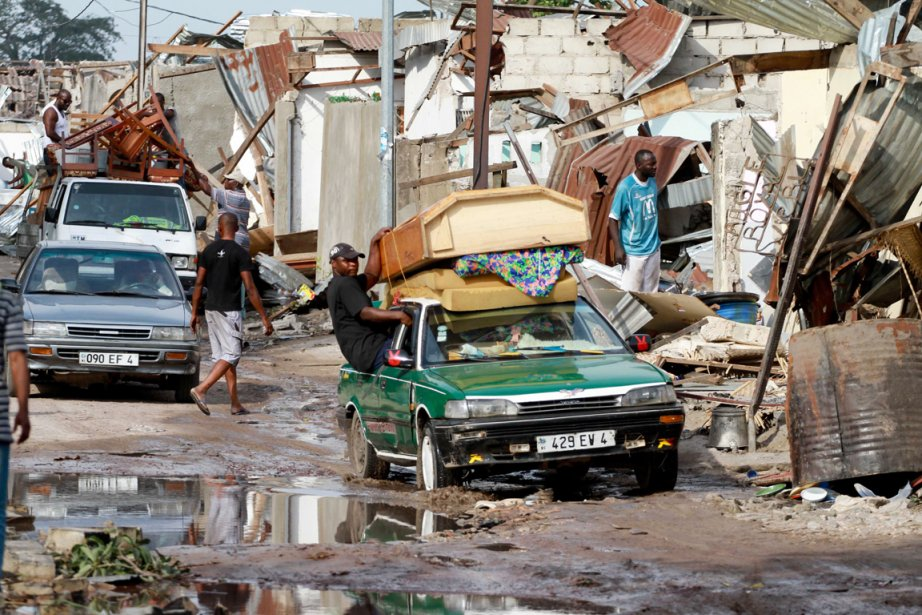 Des résidants du quartier Mpila de Brazzaville, qui... (Photo:  Marc Hofer, AFP)