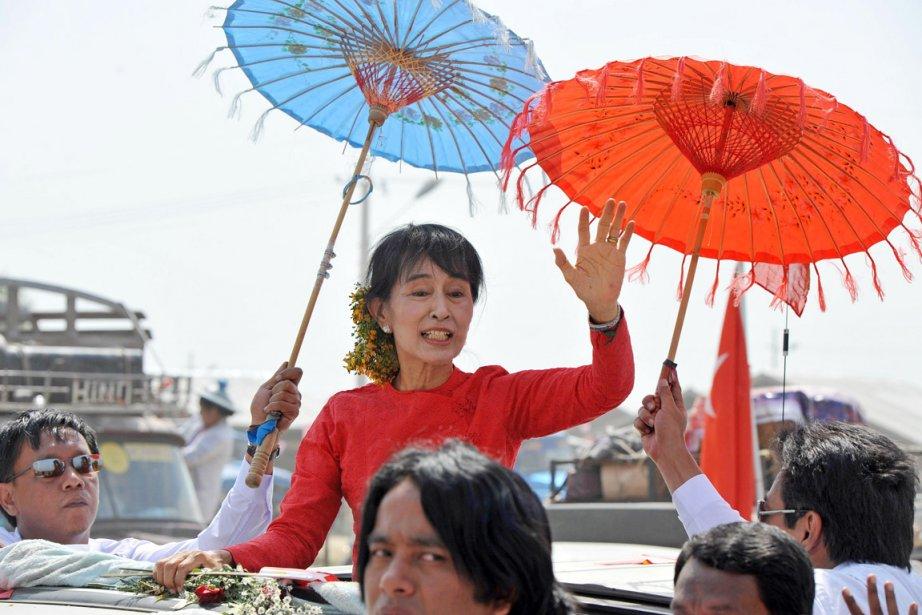 Aung San Suu Kyi a été accueillie àNaypyidaw... (Photo: Soe Than Win, AFP)