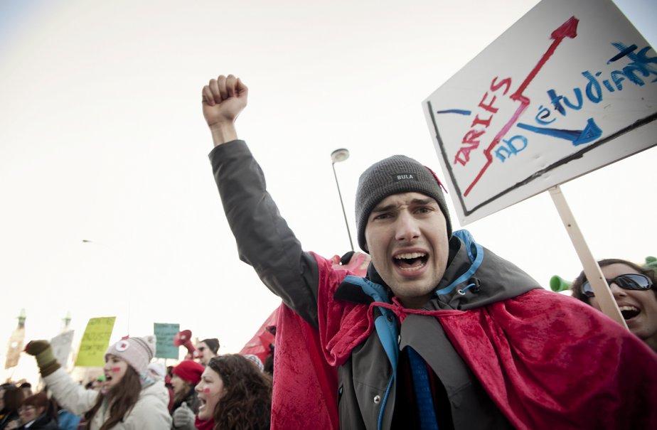 Les manifestants étaient des grévistes membres des fédérations... (Photo: Marco Campanozzi, La Presse)