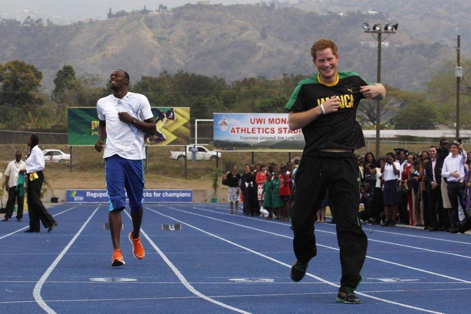Le prince Harry a surpris Usain Bolt qui... (Photo: Suzanne Plunkett, Reuters)