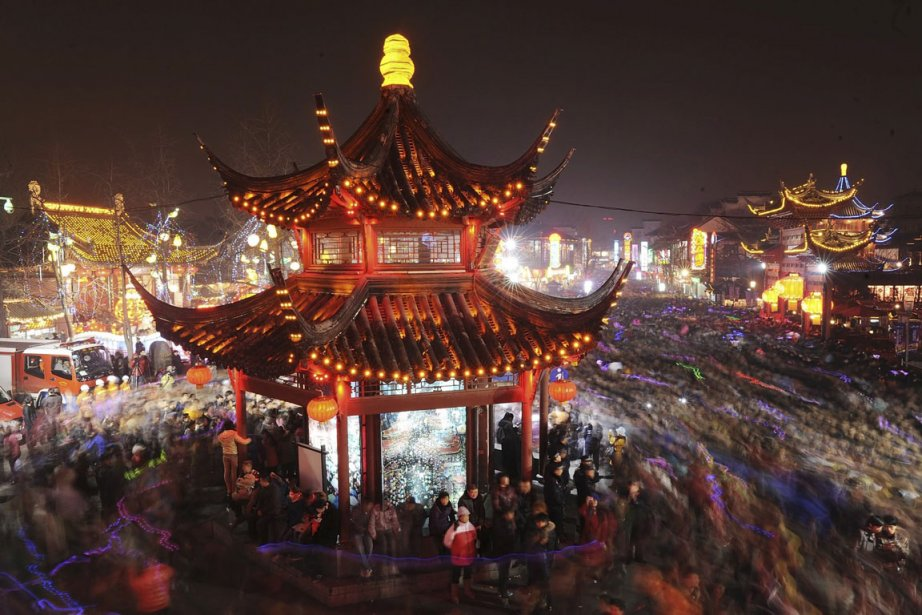 Le temple Confucius au Festival des Lanternes de... (Photo AP)