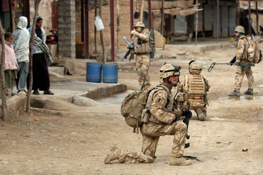 Des soldats britanniques sont photographiés alorsqu'ils patrouillent dans... (Photo: Thomas Coex, Archives AFP)