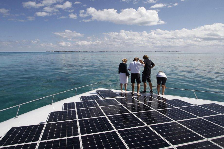 Le catamaran de 35 mètres, couvert de 540... (Photo : Gerardo Garcia, Reuters)