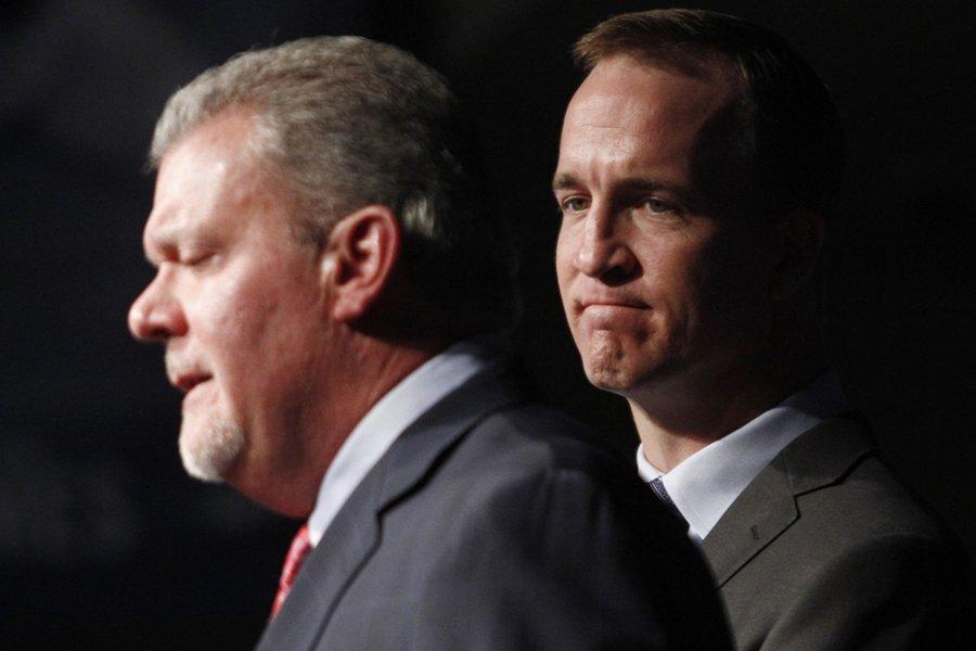 Le propriétaire des Colts d'Indianapolis, Jim Irsay, et... (Photo: Reuters)