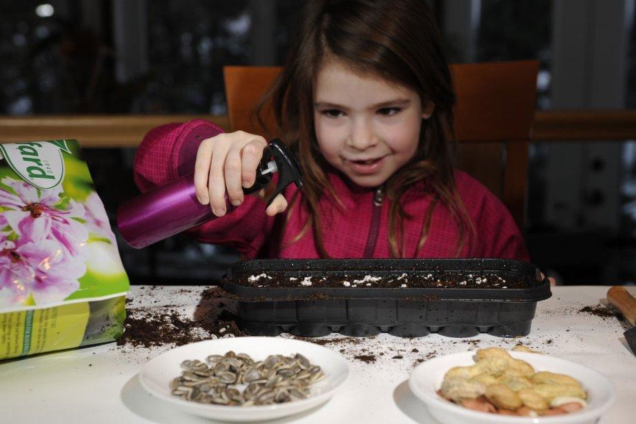Mathilde Brault, 6 1/2 ans s'amuse à faire... (Photo: Bernard Brault, La Presse)