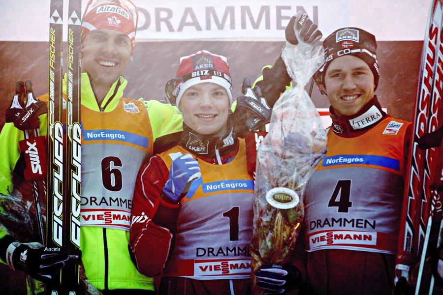 Le Canadien Len Valjas (à gauche) est monté... (Photo: AFP)
