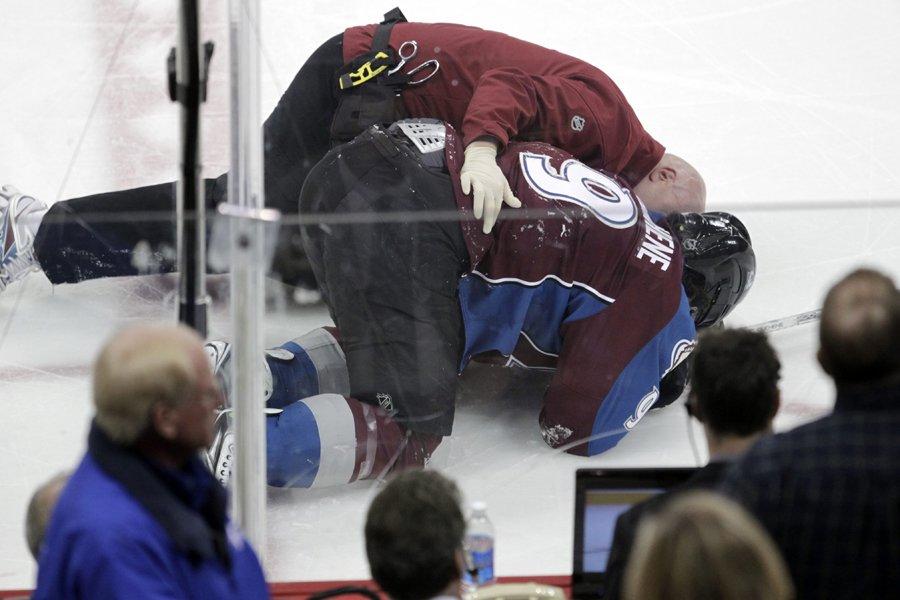 Matt Duchene s'est blessé à la cheville droite... (Photo: AP)