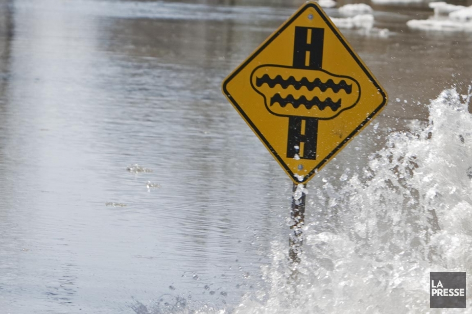 L'an dernier, d'importantes inondations ont touché la Vallée... (Photo: Marco Campanozzi, Archives La Presse)