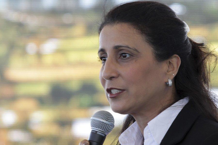 La porte-parole du CIO Nawal El Moutawakel a... (Photo: Reuters)