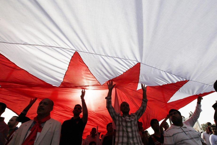 Des dizaines de milliers de manifestants bahreïnis sont... (Photo: Hamad I Mohammed, Reuters)
