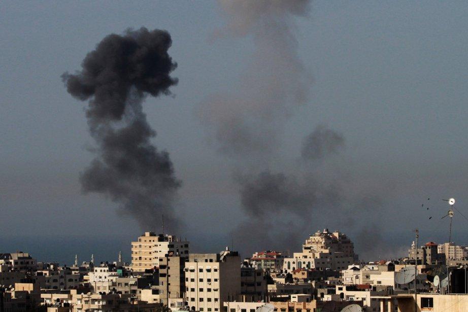 De la fumée dans le ciel à Gaza,... (Photo Hatem Moussa, AP)
