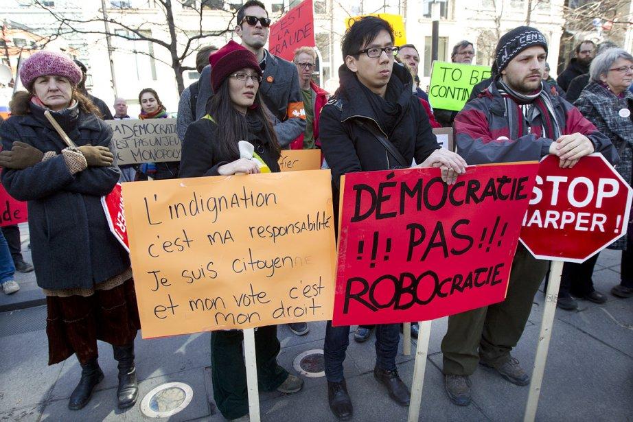 Quelques centaines de personnes ont manifesté à Montréal... (Photo: Robert Skinner, La Presse)