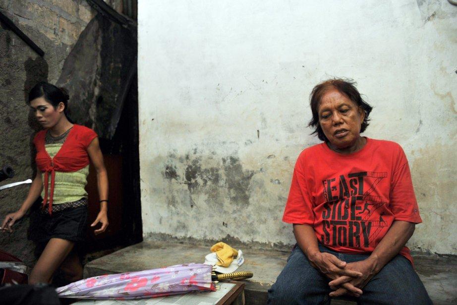 Aujourd'hui, Turdi (à droite) vit dans une petite... (Photo:  Adek Berry, AFP)
