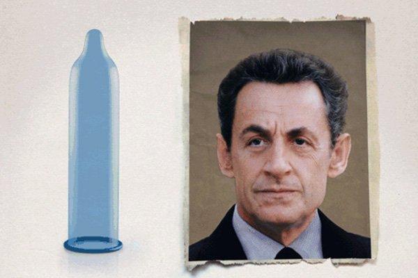 Le président Sarkozy côtoie un condom dans la... (Photo tirée de aides.org)