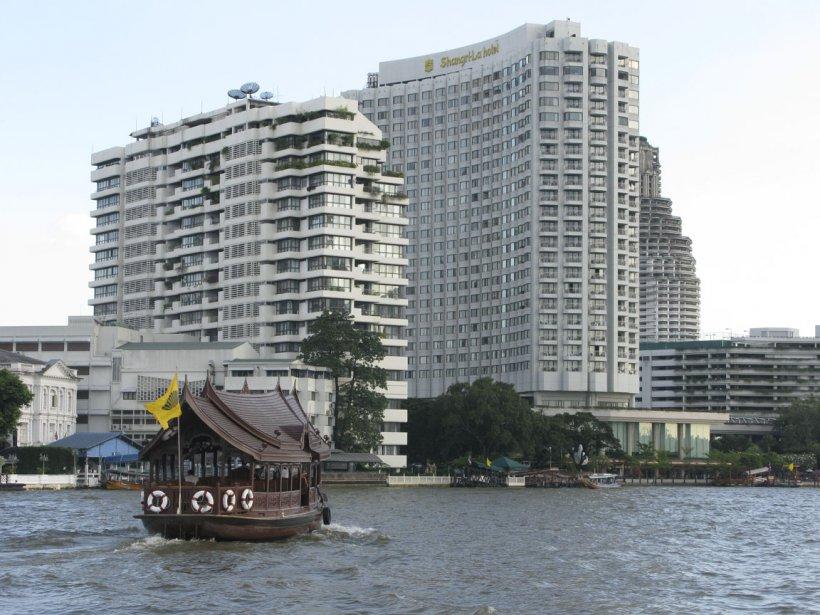 De beaux édifices, récemment construits ou rénovés, bordent les rives... | 2012-03-13 00:00:00.000