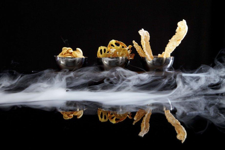 Les effets de fumée qui accompagnent ce plat du Sra Bua rapellent la cuisine de rue. | 13 mars 2012