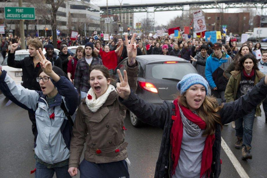 Des étudiants se rassemblent pour manifester contre la... (Photo: Robert Skinner, Archives La Presse)