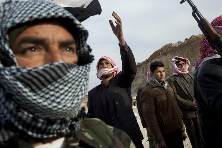 Des membres de l'Armée syrienne libre (ASL) photographiés... (Photo: Tyler Hicks, The New York Times)