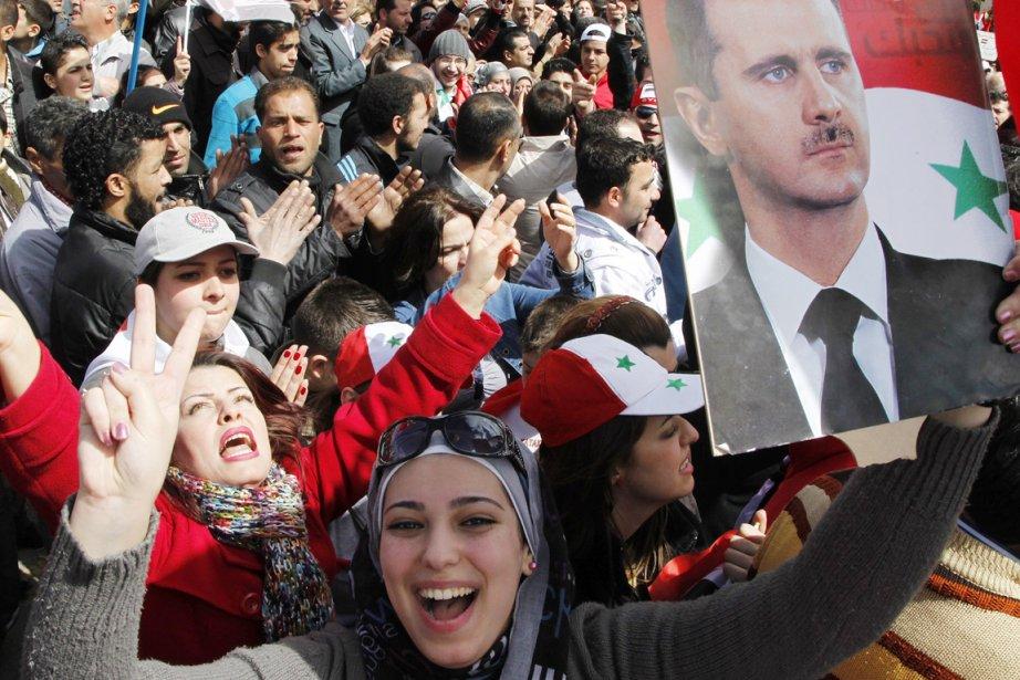 Des rassemblements de soutien au président Bachar al-Assad... (Photo: Khaled al-Hariri, Reuters)