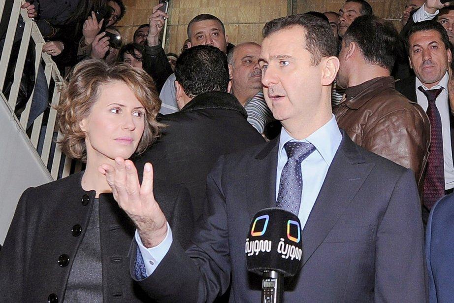 La Première dame syrienne, Asma, en compagnie de... (Photo: AFP)