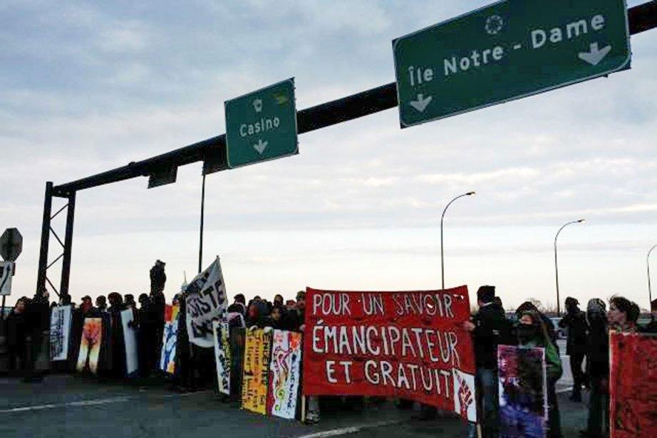 Manifestation étudiante sur le pont de la Concorde.... (Photo fournie par le mouvement étudiant)