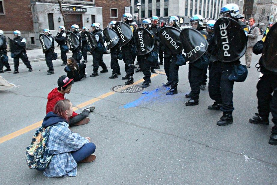 Les policiers avaient atteint leur but: déranger une... (Photo André Pichette, La Presse)