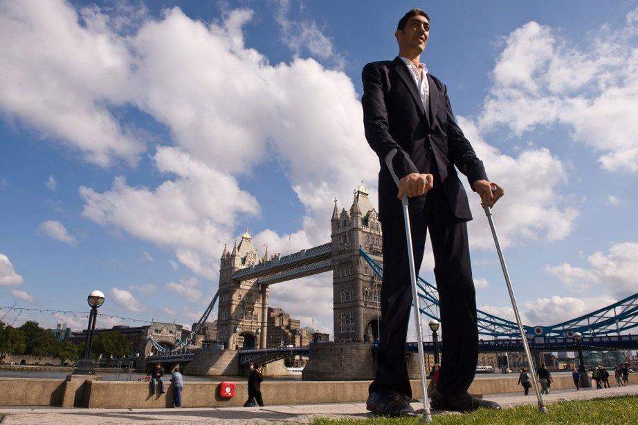 Sultan Kosen, l'homme le plus grand au monde.... (Photo AFP)
