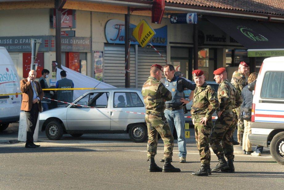Des soldats et des policiers montent la garde... (Photo: Éric Cabanis, AFP)