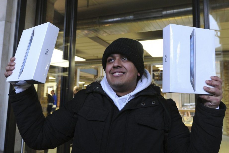 À Londres, Dipak Varsani  a été le premier à mettre la main sur un iPad d'Apple. (Photo: AFP)