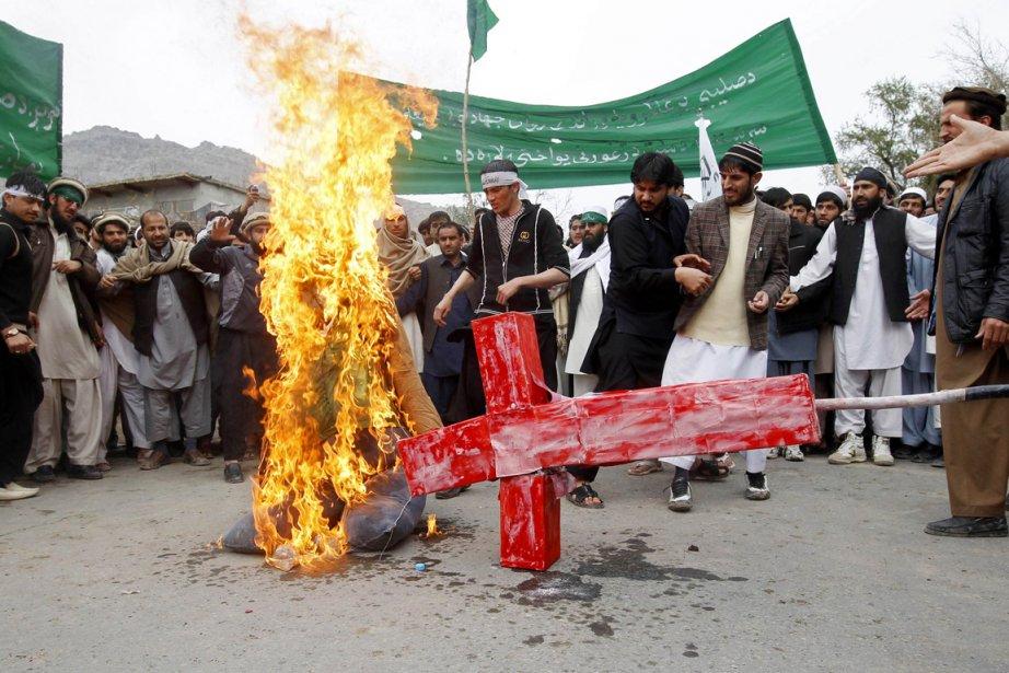 Des Afghans manifestent contre l'armée américaine à la... (Photo: Parwiz, Reuters)