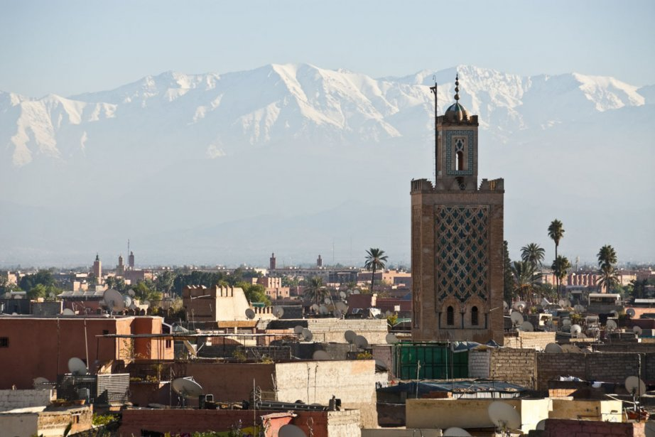 Marrakech au pied des sommets enneigés de l'Atlas.... (Photo Photos.com)