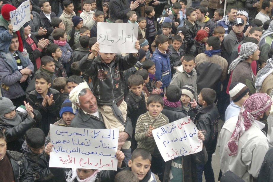 Des opposants au régime Assad sont descendus aujourd'hui... (Photo: Reuters)