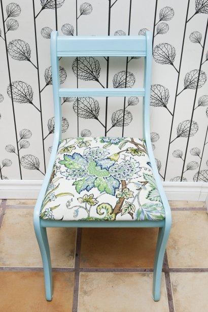 Chaise turquoise, 140$. Buk & Nola, 1593 avenue Laurier Est. | 16 mars 2012