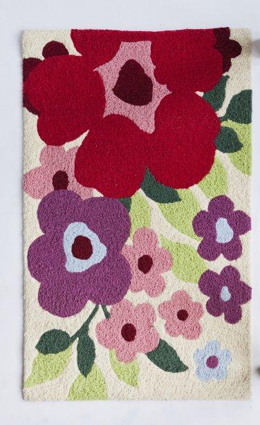Tapis fleuri, 34,88$ (quantité limitée). Pier 1 Imports, 1001 du Marché-Central. | 16 mars 2012