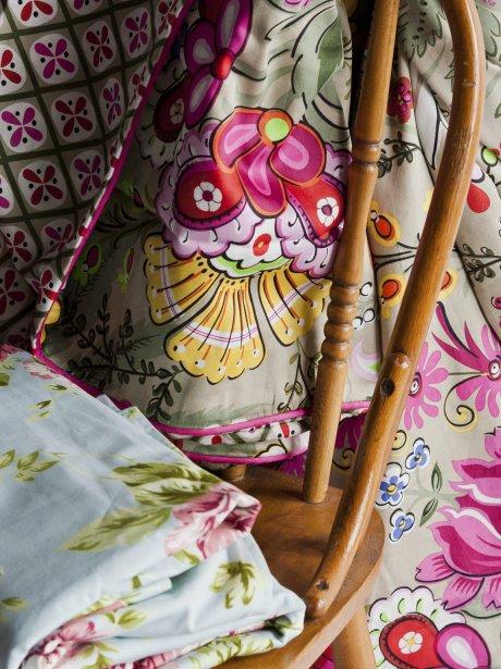 Housse de couette queen, 200$. Safran, 1116, Avenue Bernard, Outremont. Housse de couette turquoise queen, 240$. Bleu Nuit, 3913, rue Saint-Denis. | 16 mars 2012